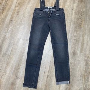 Skinny jeans with overall straps